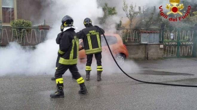 Auto a fuoco a Buggiano (Pistoia)