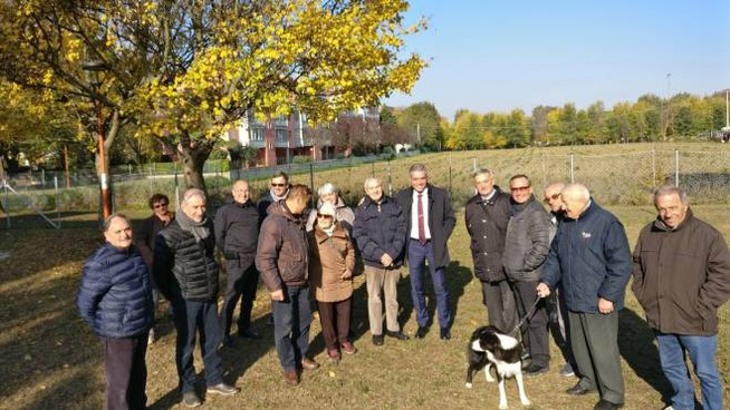 Il sindaco Paolo Lucchi in sopralluogo nell'area per cani recentemente allestita a Sant'Egidio