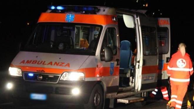 Il 52enne è stato trasportato in ambulanza all'ospedale Torrette