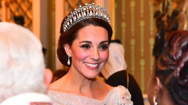 Kate Middleton con tiara di perle e brillanti (Twitter/Kensington Palace)