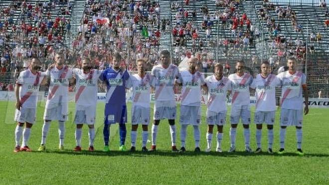 La squadra biancorossa guida la classifica con quattro punti di vantaggio sul Como
