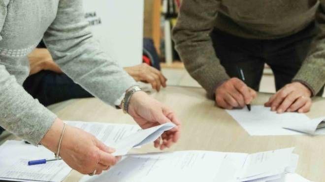 La consegna dei buoni spesa da parte di Unicoop Firenze alle associazioni di volontariato