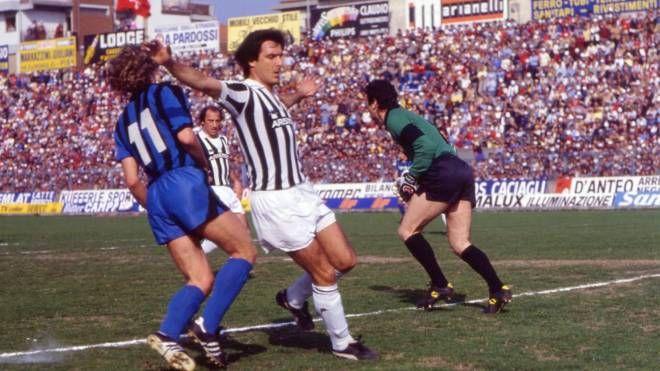 Il calciatore Gaetano Scirea con la maglia della Juventus