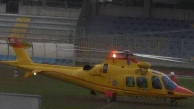 L'elisoccorso atterrata nel campo sportivo di via Tevere di Villa Sant'Antonio per il trasferimento della donna