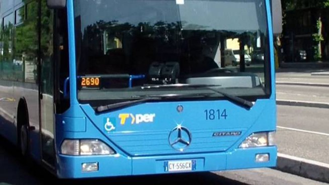 Bus in provincia di Bologna, un 40enne è stato denunciato per molestie (Dire)