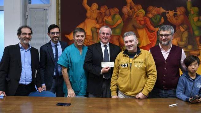 """I rappresentanti del Cral di """"Gaia"""" con i vertici e i medici dell'Ospedale del Cuore (foto Paola Nizza)"""