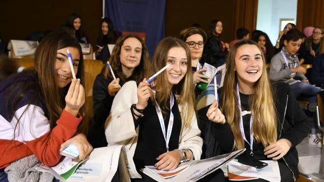 """Le studentesse alla presentazione del """"Campionato di giornalismo"""""""