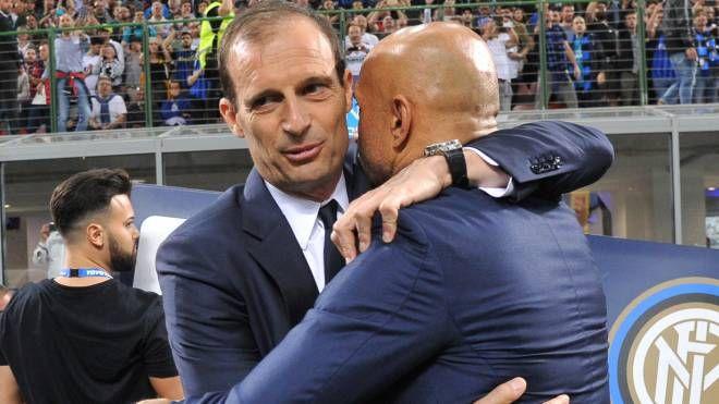 Juventus-Inter, un abbraccio tra Allegri (sx) e Spalletti