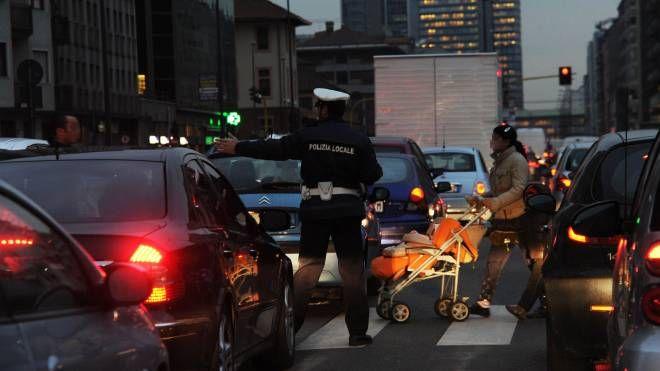 Ecotassa, il governo pronto a modifiche. Nella foto: auto e traffico (foto Newpress)