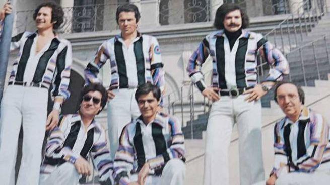 Il gruppo pratese «I Jolly» ritratti nella copertina di un disco firmato da loro. Si esibiscono dal lontano 1963
