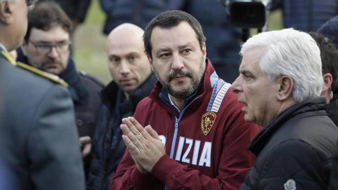 Il vicepremier Salvini affranto uscendo dalla discoteca della strage (Ansa)