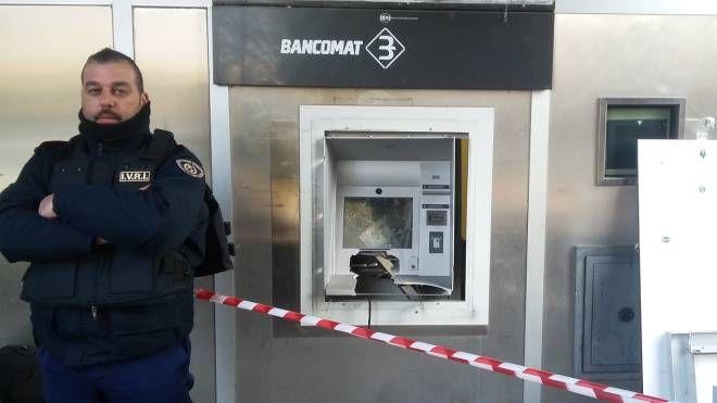Bancomat fatto saltare con l'esplosivo