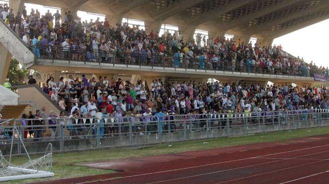 Lo stadio Mariotti gremito durante un'amichevole con la Fiorentina