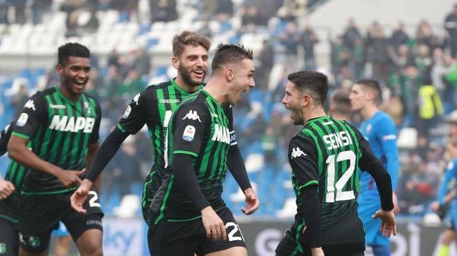 Stefano Sensi gioisce dopo il gol