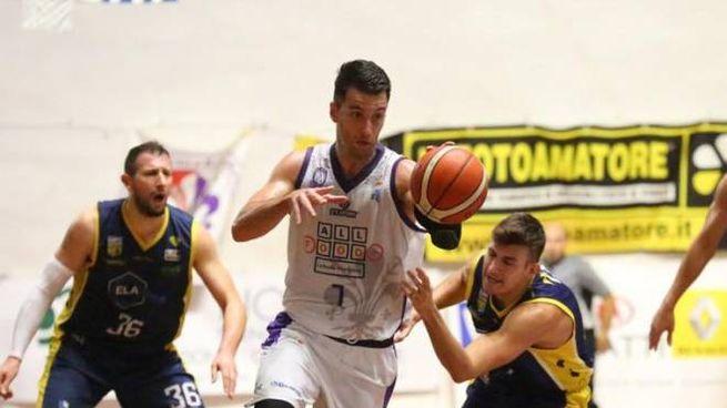 Nicola Bastone (Fiorentina Basket) in azione