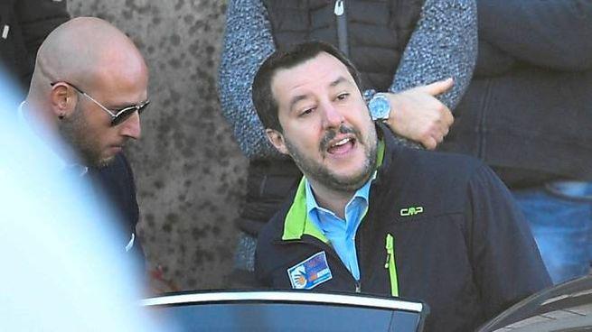 Salvini durante il sopralluogo all'ex Penicillina sgomberata (Lapresse)