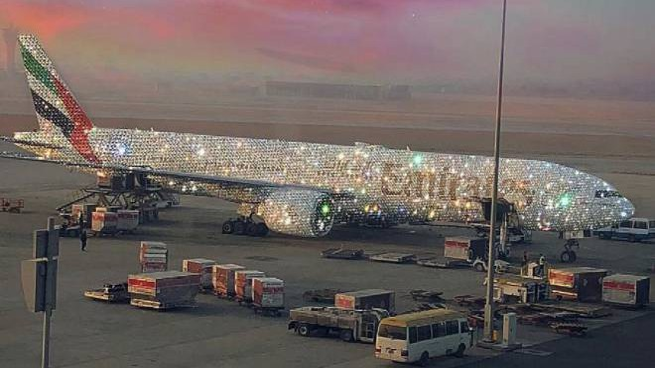 Lo scintillante aereo della Emirates (Twitter)