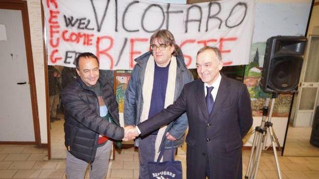 Mimmo Lucano, Don Biancalani e Enrico Rossi (foto Acerboni/FotoCastellani)