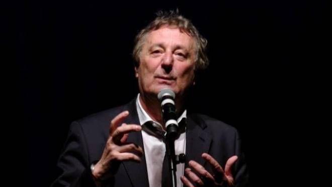 Enzo Iacchetti protagonista al Teatro Sociale