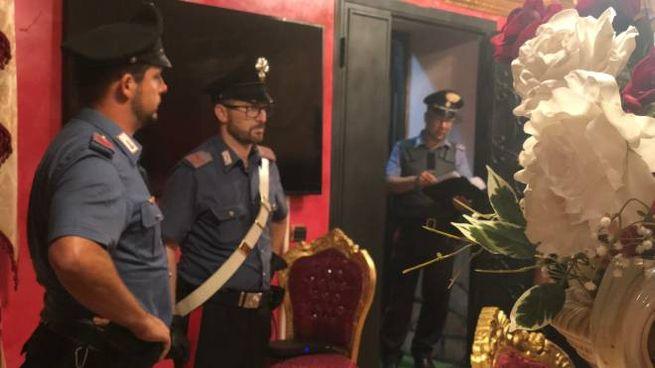Carabinieri nella villa confiscata e violata da una 19enne dei Casamonica (Dire)