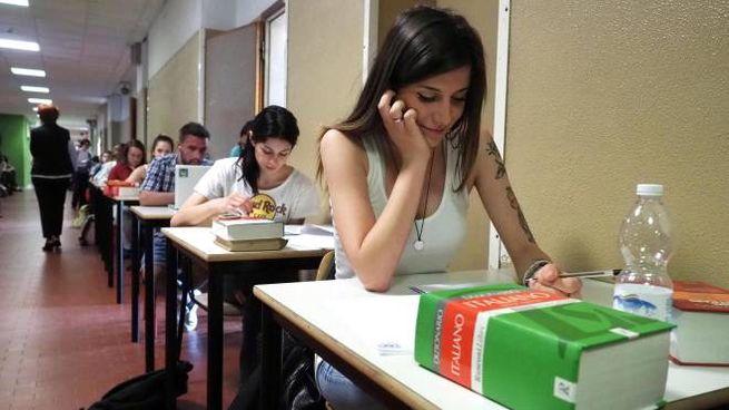 Studenti impegnati nella prova di Italiano (Ansa)