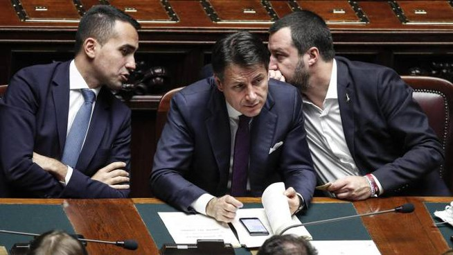 Il premier Conte tra i suoi vice Di Maio e Salvini (Ansa)