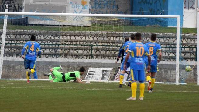 Il gol del Siena (foto Delia)