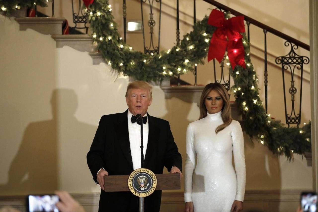 Melania Trump al ballo, tutta fasciata di bianco