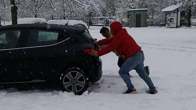 Auto in panne per la neve a Fabriano