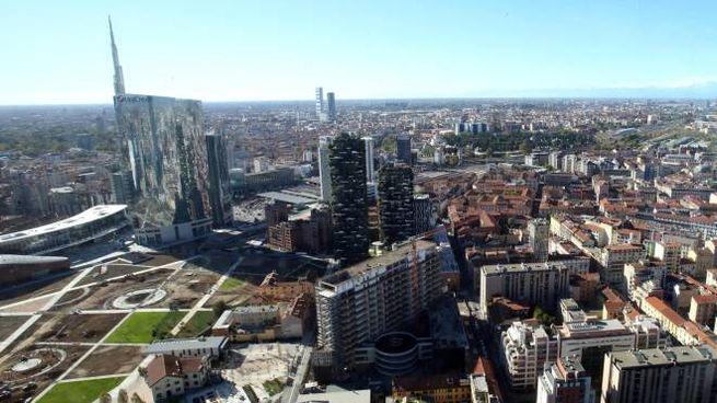 Una veduta di Milano (Ansa)