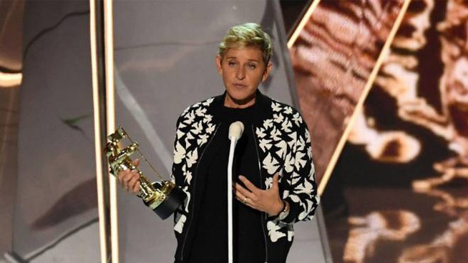 Ellen DeGeneres sul palco degli MTV Video Music Awards 2017