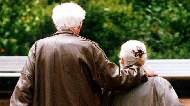 Due anziani (Ansa)