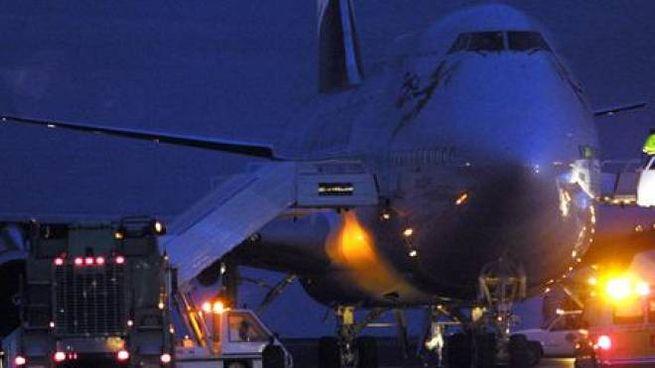 Aeroporto di Gatwick in notturna, foto di repertorio (Ansa Epa)