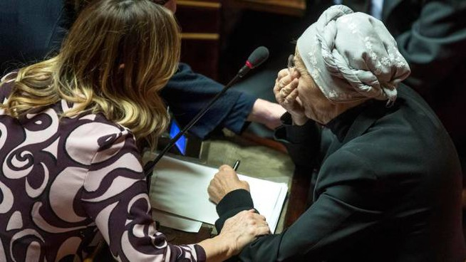 Emma Bonino emozionata in Senato (LaPresse)
