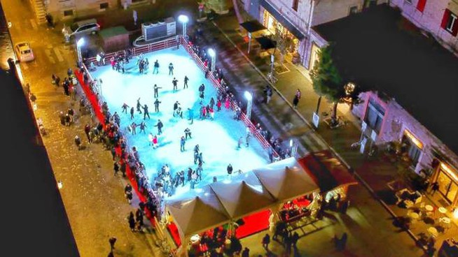 Musica e divertimento anche nella pista di ghiaccio