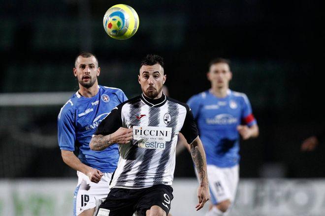 "Siena-Novara 1-1, colpi di scena e tanti ""rossi"""