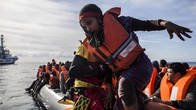 Migranti salvati nel Mediterraneo (Ansa)