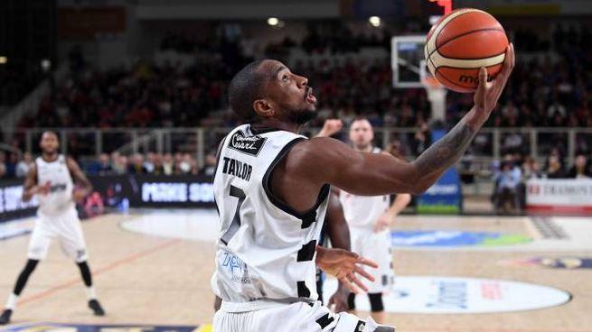 Trento Virtus Bologna 71 65 Assenze Ed Errori Penalizzano Le V Nere Sport Basket Ilrestodelcarlino It