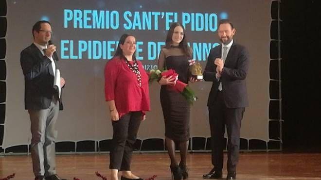 L'attrice Emanuela Postacchini premiata come elpidiense dell'anno 2018