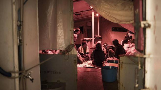 Migranti sulla nave Sea Watch il 24 dicembre scorso (foto Ansa)