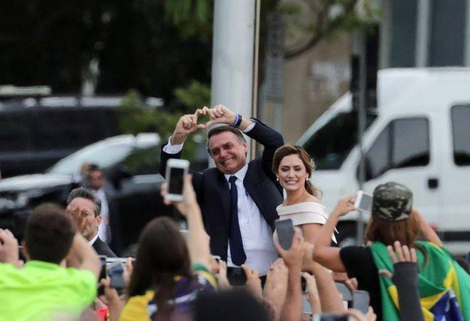 """Brasile, Bolsonaro è presidente. """"Ci libereremo dal socialismo"""""""