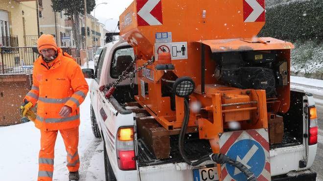 Un mezzo impiegato per l'emergenza neve (Fotoprint)