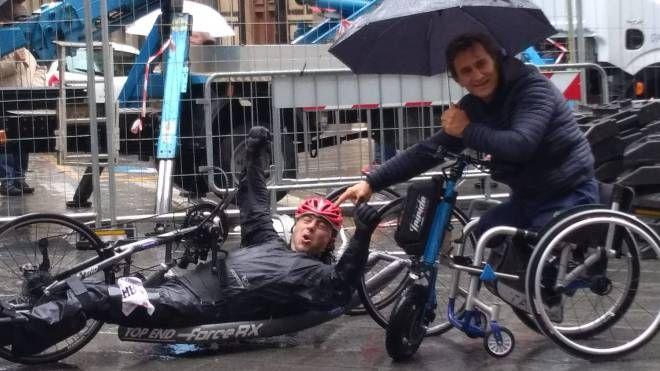 Davide Cortini con Alex Zanardi alla maratona di Firenze