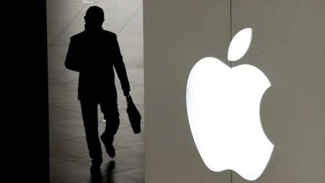 Apple crolla a Wall Street. Nella foto il logo (Ansa)