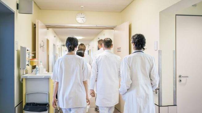 Medici in un ospedale (foto di repertorio Ansa)