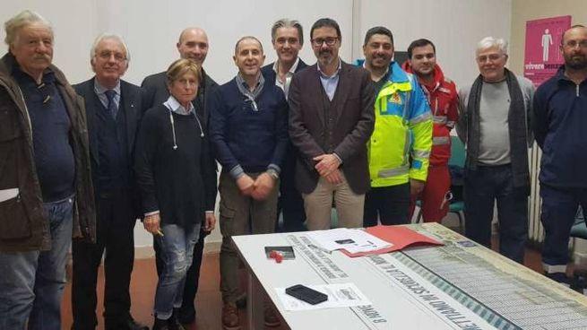 L'assessore Maurizio Manzo insieme ai rappresentanti delle associazioni del volontariato