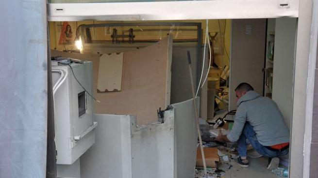 I danni dell'esplosione a San Giuliano