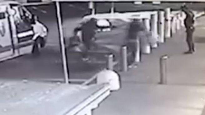 Assalto al portavalori a Cologno (Frame video Facebook)
