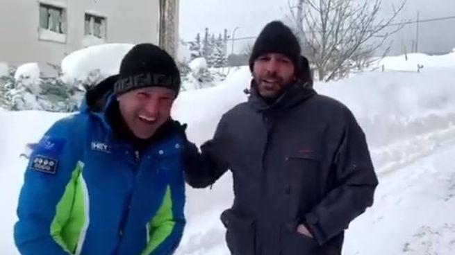 """Checco Zalone bloccato dalla neve a Roccaraso: """"Fa più freddo che al circolo polare artico. -VIDEO-"""