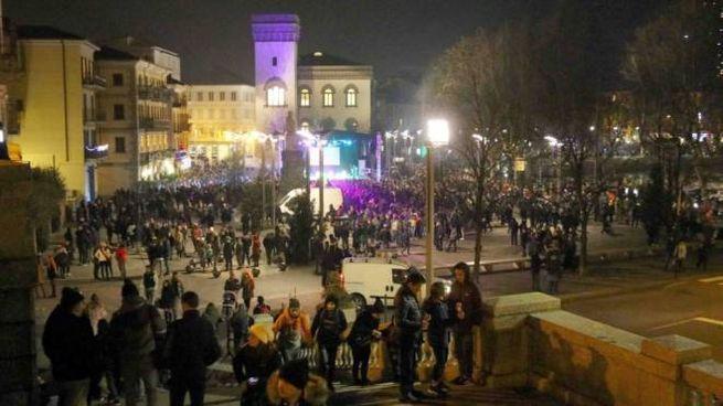 La festa in piazza a Lecco
